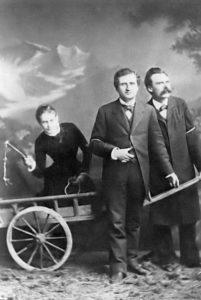 Lou Andreas-Salomé con Paul Ree y Nietzsche. La foto original
